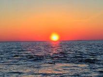 在西海岸海滩的日落 库存图片