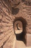 在西班牙使命的被成拱形的门道入口, Pecos全国历史公园, NM 库存图片