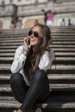 在西班牙台阶的时装模特儿 库存照片