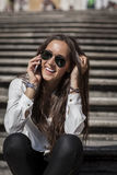 在西班牙台阶的时装模特儿 库存图片