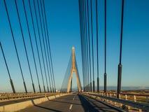 在西班牙和葡萄牙横渡之间的国际桥梁 免版税库存照片