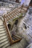 在西班牙堡垒里面的老楼梯在哈瓦那,古巴 免版税图库摄影