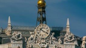 在西班牙大厦timelapse历史的银行的手表和Cibeles摆正在普拉多大道和Alcala街道之间  股票录像