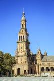 在西班牙广场,塞维利亚,西班牙的北部塔 库存照片