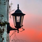 在西班牙日落的灯 图库摄影
