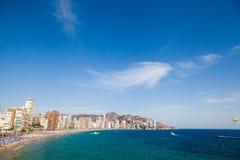 在西班牙的海滩海岸 贝尼多姆,西班牙 图库摄影