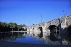 在西班牙的老石桥梁 免版税库存图片