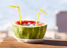在西瓜的异乎寻常的夏天饮料 免版税库存照片