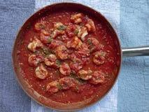 在西红柿酱的虾 免版税库存照片