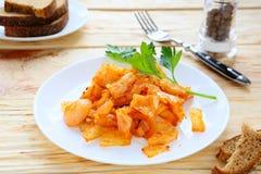 在西红柿酱的被炖的圆白菜 库存图片
