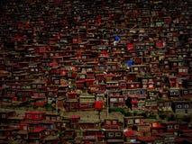 在西藏附近的不可思议的佛教镇 免版税图库摄影
