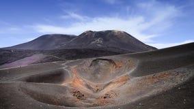 在西西里岛海岛上的埃特纳火山 免版税库存照片