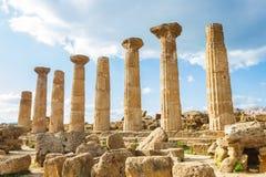 在西西里岛海岛上的希腊寺庙 图库摄影