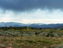 在西部中心的山的动乱的预兆 库存照片
