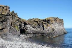 在西部冰岛的岩石海岸。 库存照片