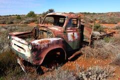 在西部在内地澳大利亚人的失败的卡车 免版税库存照片