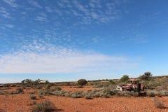 在西部在内地澳大利亚人的失败的卡车 免版税库存图片
