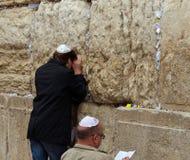 在西部墙壁的犹太祷告 库存照片