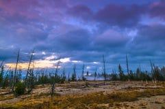 在西部拇指喷泉水池-黄石的日出 库存照片