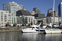 在西雅图江边的造船厂 免版税库存图片