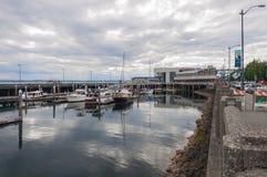 在西雅图江边附近的城市海湾 免版税库存图片