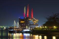 在西贡的猩红色风帆 观光的帆船餐馆 越南 库存图片