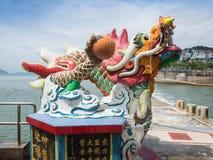 在观世音菩萨寺庙的一点龙雕象 库存图片