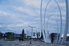 在观看的Spanda纪念碑从伊丽莎白奎伊的北边在珀斯,澳大利亚 免版税库存图片