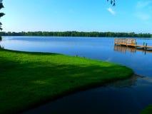 在视图的湖 库存图片