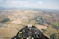 在视图里面的滑翔机 免版税库存图片