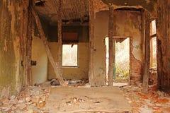 在视图里面的被放弃的格陵兰房子 免版税库存图片