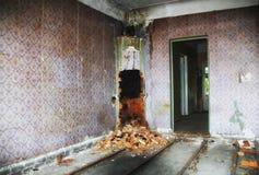 在视图里面的被放弃的格陵兰房子 免版税图库摄影
