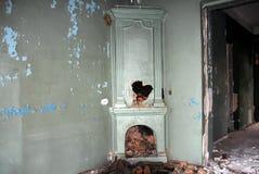 在视图里面的被放弃的格陵兰房子 库存图片