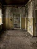 在视图里面的被放弃的格陵兰房子 库存照片