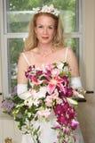 在视窗旁边的新娘 免版税库存图片