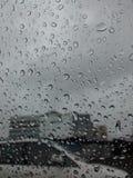在视窗的雨 免版税库存照片