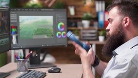 在视频编辑器的选择聚焦面对工作在创造性的媒介机构中 影视素材