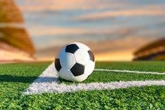 在角落的足球 免版税库存照片
