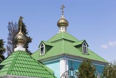 在解决Lazarevskoye,索契覆以圆顶维尔京的诞生的教会 库存照片