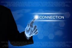 在触摸屏上的企业手点击的连接按钮 免版税图库摄影