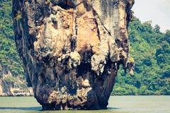 在詹姆斯庞德海岛, Phang Nga海湾上的Ko Tapu岩石在泰国 库存图片