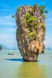 在詹姆斯庞德海岛, Phang Nga海湾上的Ko Tapu岩石在泰国 免版税库存图片
