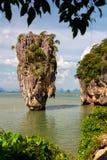 在詹姆斯庞德海岛, Phang Nga海湾,泰国上的Ko Tapu岩石 免版税图库摄影