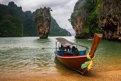 在詹姆斯庞德海岛, Phang Nga海湾,泰国上的Ko Tapu岩石 免版税库存图片