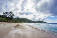 在警察海湾的狂放的热带海滩在塞舌尔群岛10 库存图片