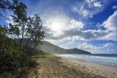 在警察海湾的狂放的热带海滩在塞舌尔群岛4 免版税库存照片
