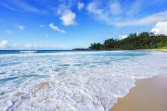 在警察海湾的美丽的天堂海滩,塞舌尔群岛5 免版税库存图片