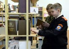 在警察的军校学生军团的图书馆里 图库摄影