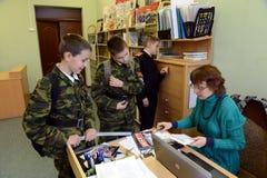 在警察的军校学生军团的图书馆里 库存照片