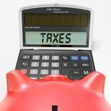 在计算器展示HMRC回归应得物的税 免版税库存照片